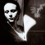 Μαρία Μπελεγρίνη: «Μέσα από κάθε άσχημο υπάρχει κρυμμένη μια ομορφιά, που φοβάται να βγει στην επιφάνεια»