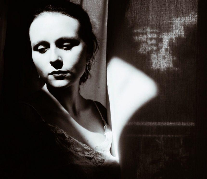 """Μαρία Μπελεγρίνη: """"Μέσα από κάθε άσχημο υπάρχει κρυμμένη μια ομορφιά, που φοβάται να βγει στην επιφάνεια"""""""