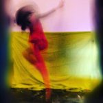 """Στέλλα Πυλαρινού: """"Με ελκύει η αναζήτηση του μύθου που μπορεί να κρύβει μέσα του ακόμα και το πιο απλό αντικείμενο. Η ανάγκη δημιουργίας μιας άλλης οπτικής του γύρω κόσμου, πέραν της αίσθησης της οράσεως"""""""