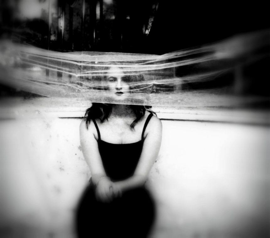 """Αντωνία Πολύζου: """"Έχω ανάγκη φωτογραφικά να ξεφεύγω κάποιες φορές από την πραγματική ζωή για να γυρίζω πιο δυνατή"""""""