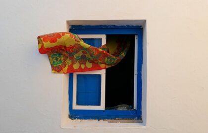 Ένα παράθυρο στον κόσμο – A window to the world (από τον Στέφανο Χρόνη)